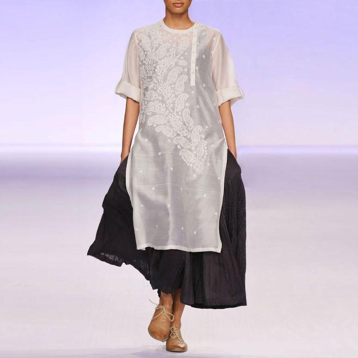 Ecru & black silk chanderi kurta set by PRAMA by PRATIMA PANDEY