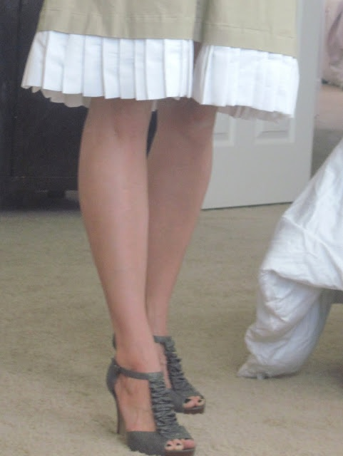 cute way to add length to a dress--white pleat added to a too-short shirt dress.