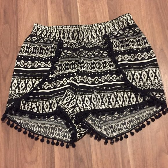 Patterned shorts Black and white with fringe Rue 21 Shorts