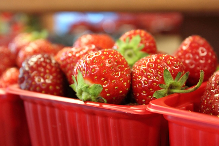 strawberries: Easy Strawberries, Food & Drinks, Strawberries Red, Perfect Snacks, Diet To Go Giveaways, Diettogo Giveaways, Strawberries Freezers, Healthy Food, Bright Strawberries