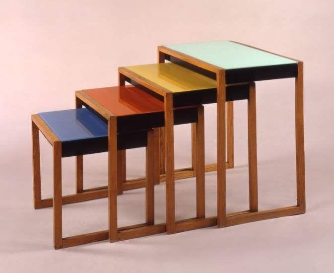 JOSEF ALBERS. Set de cuatro mesas apilables. 1927.
