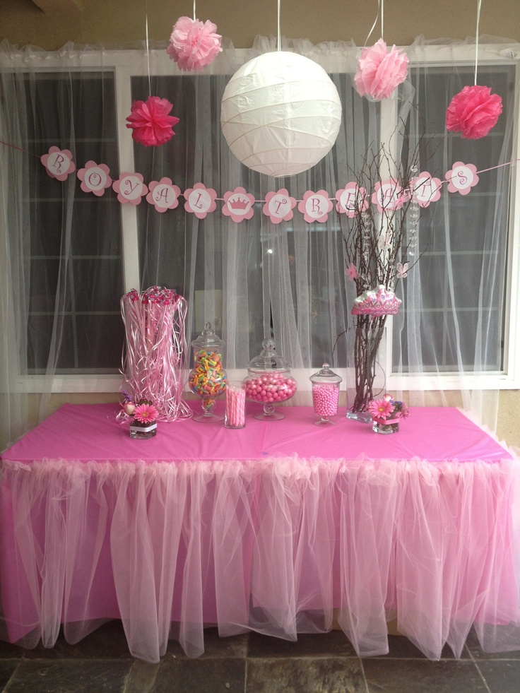 Princess theme baby shower royal treats table in case for Baby girl baby shower decoration ideas