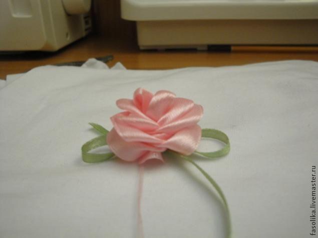 Роза из ленты / Прочие виды рукоделия / Цветы из ткани