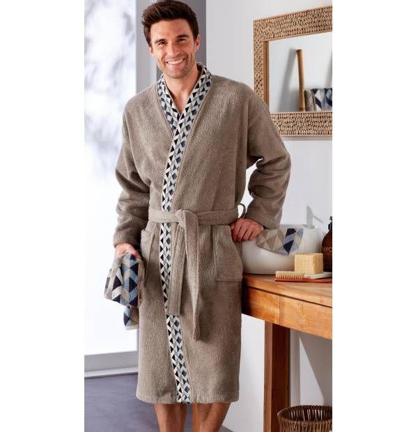Pour homme, peignoir de la collection Géométric. Coloris naturel et motifs tendance, col kimono.  #ideecadeau #homme #peignoirhomme #peignoir