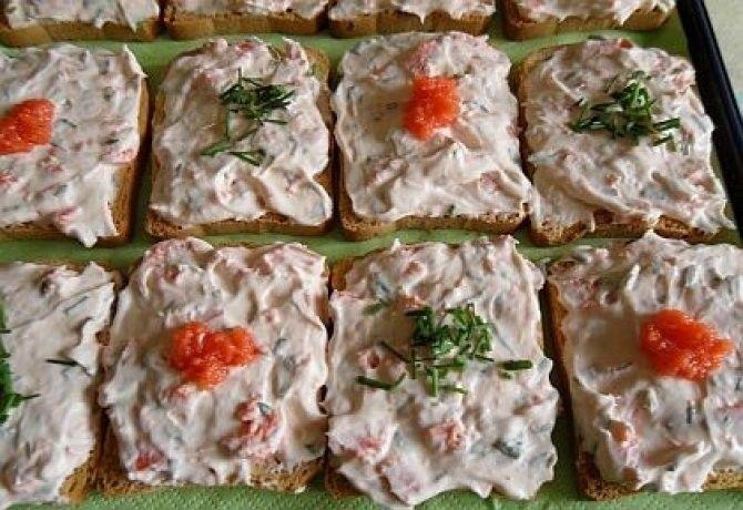 Snidlinges - lazacos szendvicskrém recept képpel. Hozzávalók és az elkészítés részletes leírása. A snidlinges - lazacos szendvicskrém elkészítési ideje: 5 perc