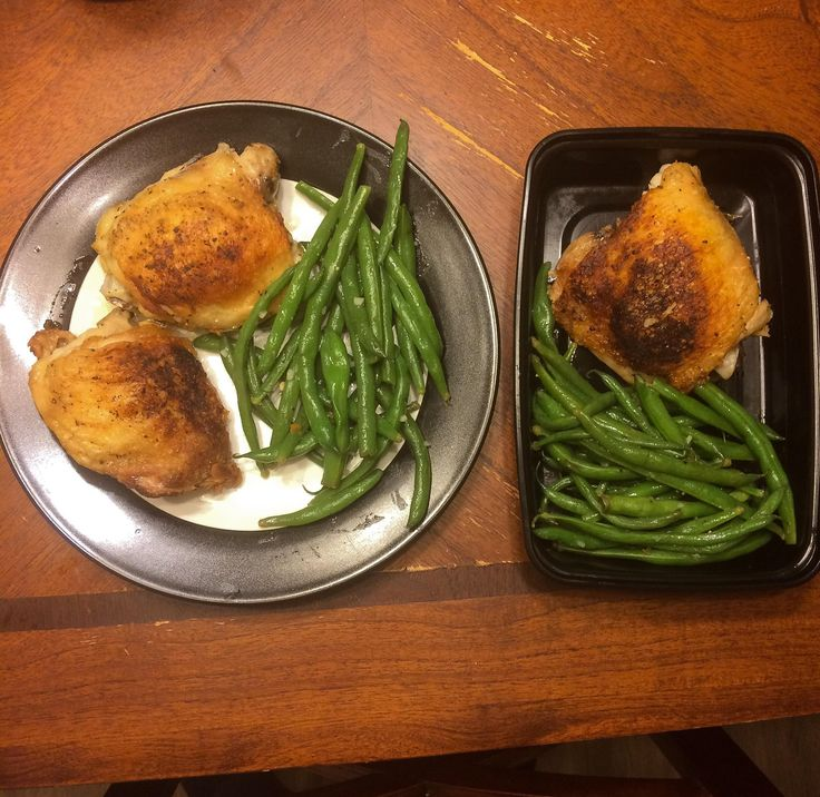 Pan Seared Chicken Thighs with Garlic Butter Green Beans #mealprepping #OneSimpleChange #mealprep #healthy #mealplanning #healthyliving #food #weightloss #sunday