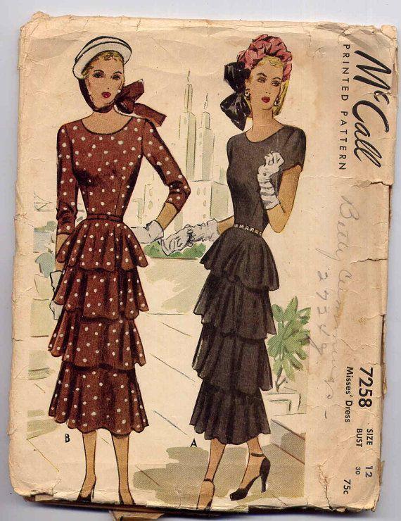 1940s Dress Pattern Scoop Neckline Fitted Slim Dress