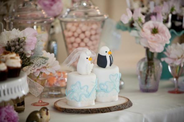 Bird Toppers / Mini Wedding Cakes :  wedding bird topper cake rustic inspiration Bird Wedding CakeFondant Wedding Cake, Wedding Cake Toppers, Birds Wedding Cake, Toppers Cake, Cake Wedding, Minis Wedding Cake, Birds Toppers, Minis Cake, Mini Wedding Cakes
