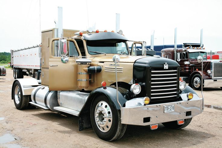 NOW THATS A NICE LOOKIN TRUCK