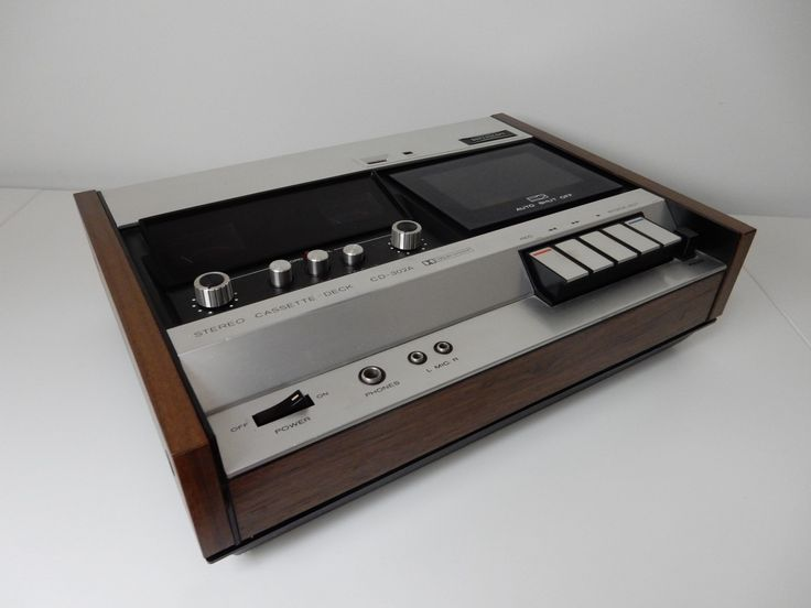 Superscope cassette deck turned into a digital music player by retro Audiophile Designs.