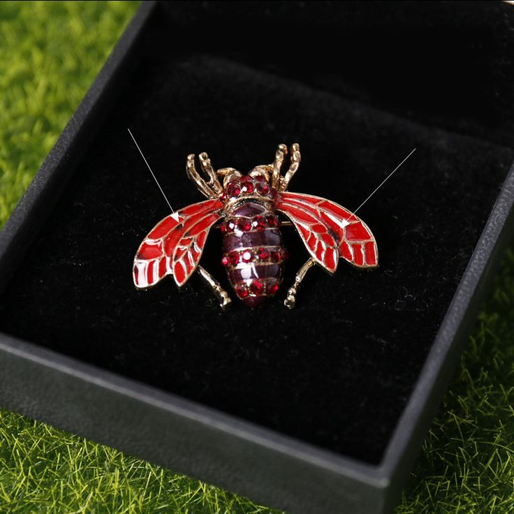 Find More Brooches Information about Mdiger Brand Red Bee Shape Brooch Acrylic Collar Pins Men Shirt Wedding Brooch Short Insect Lapel Pins Men Suit Accessories,High Quality suit clothing,China suit football Suppliers, Cheap accessories studio from Mdiger tina on Aliexpress.com