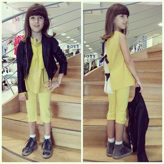 Giulia dolce, tranquilla, educata...una bambina d'oro! ...anzi oro..e nero! Ma quanto è bella con il giallo e nero di Twinset? Top con fiocchi sul retro,leggings e giubbottino in ecopelle per sdrammatizzare un po' tanta dolcezza! #outfitoftheday #outfit #ootd #fashionstyle #fashion #cool #mood #instalike #instapic #ragazzine #abbigliamentobambina #giallo  #abitiperbambine #minimodaprato #moda #modabambini #bambina