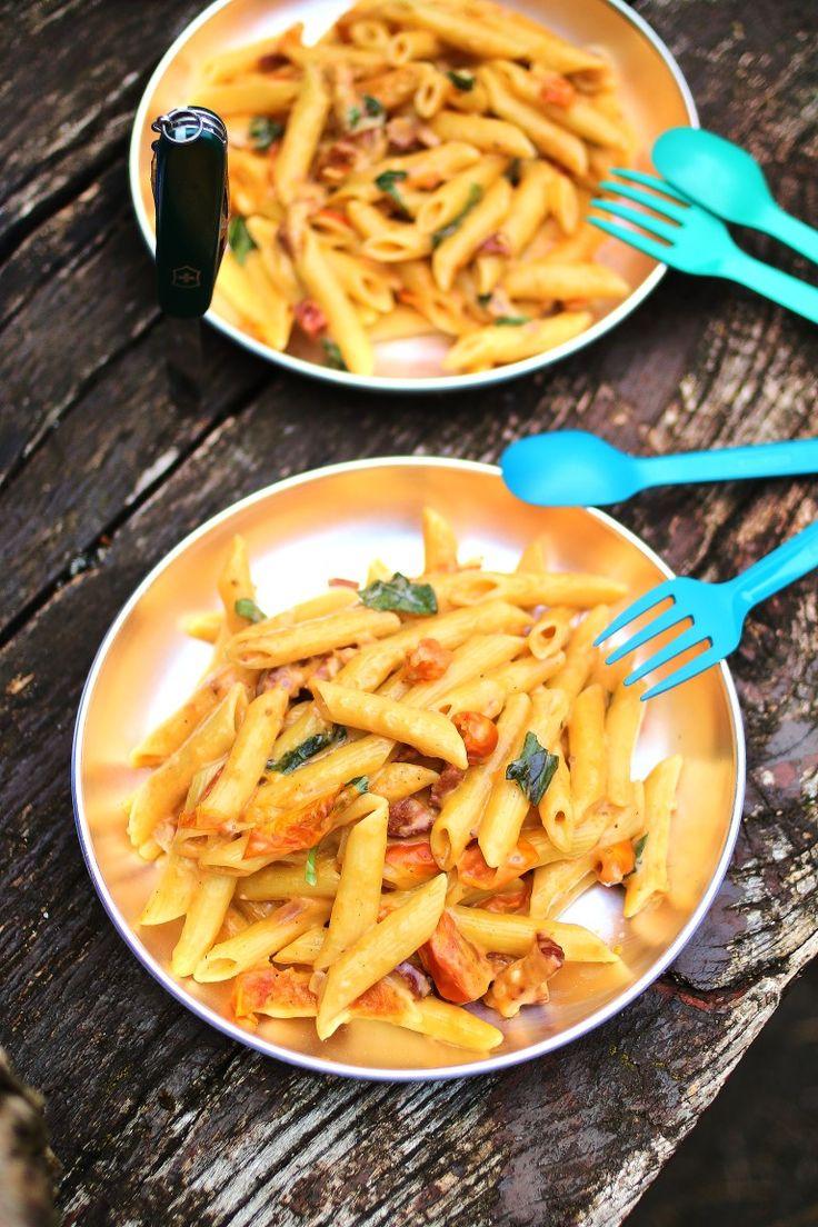 Kolbászos-szalonnás paradicsomos tészta főzés az erdőben #pasta
