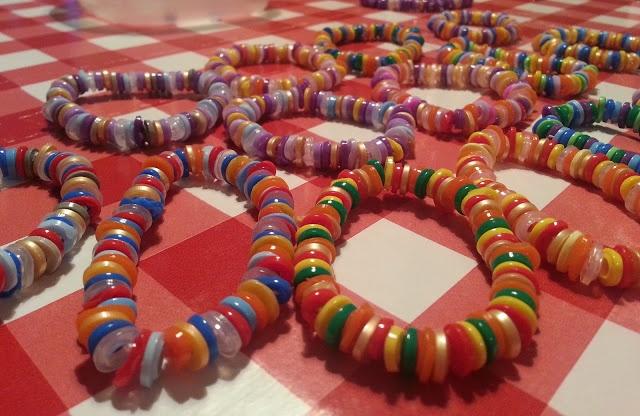 Armbandjes van strijkkralen, schattig!