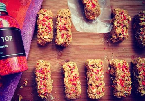 Four ingredient, no bake, vegan breakfast energy bars! (seriously addicting)