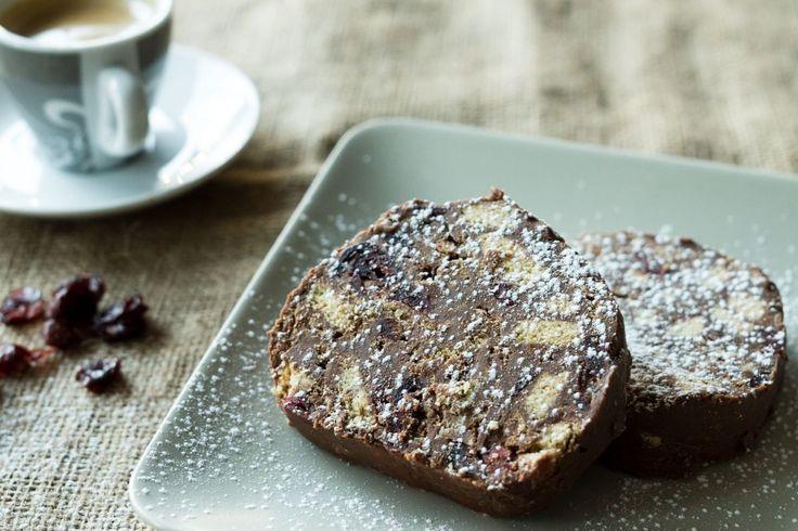 Νηστίσιμος κορμός σοκολάτα με ταχίνι και μέλι από τον Άκη Πετρετζίκη. Υπέροχος σοκολατένιος κορμός, ιδανικός για επιδόρπιο και χωρίς γαλακτομικά.
