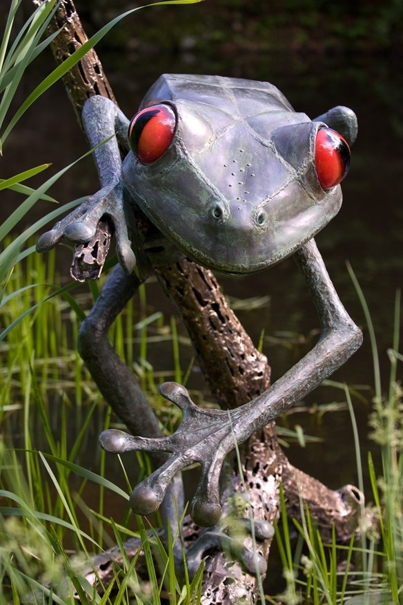This does not look real to me. It looks more like wrought iron. But if it is real - even cooler! | Giant tree frog