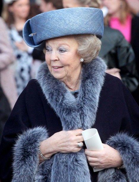 Beatrix (Beatrix Wilhelmina Armgard; geboren op 31 Januari 1938) is Koningin der Nederlanden tot de troonswisseling met zoon Prins van Oranje-Nassau Willem-Alexander