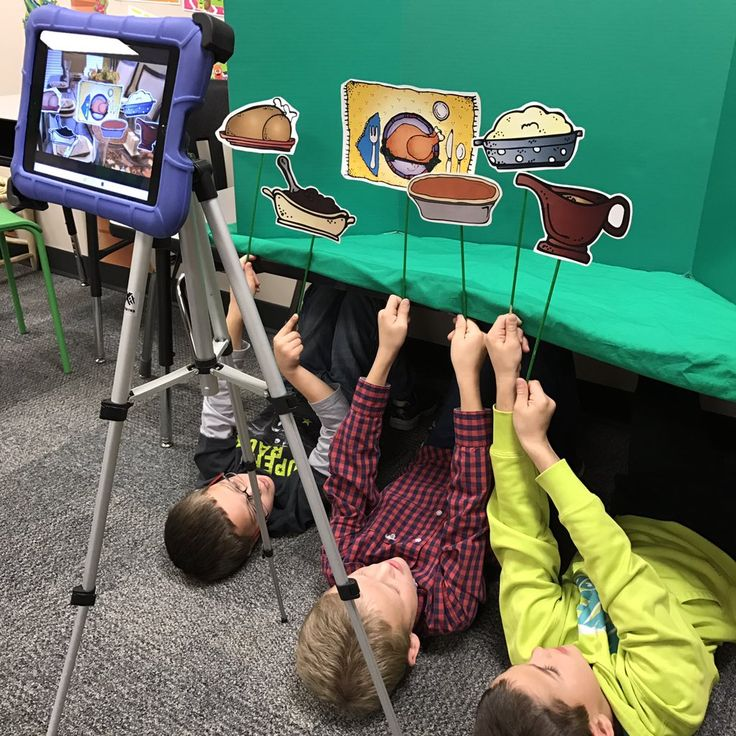 Mrs.Goodwins Class had a great time creating Green Screen Thanksgiving Poems. A nice Holiday project for the whole class using Green Screen by Do Ink.