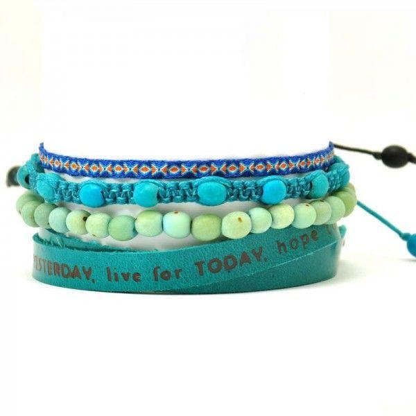 Set hippe handgemaakte armbandjes van natuurlijke materialen