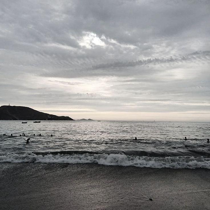 Artardeciendo en Ancón fotografía: @sergioaqp  #igersperu #ctperu #peruestrella #ancon #peru  _________________ @AppLetstag #playa #beach #summer #mar #arena #verano #sea #atardecer #praia #paisaje #nubes #cielo #clouds #cloudy #inkwell #ancón