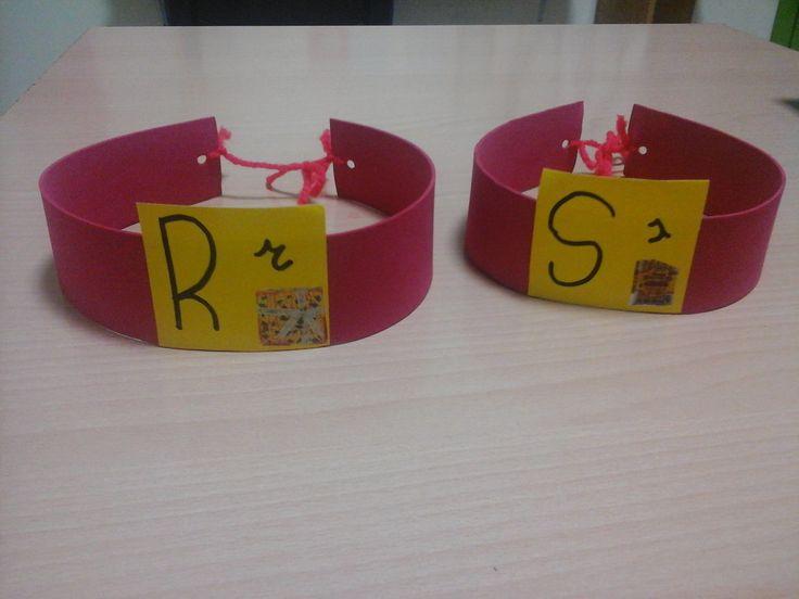 Nuestras cintas para la cabeza, para hacer el dia de las letras!!! hoy es el día de la R. :)