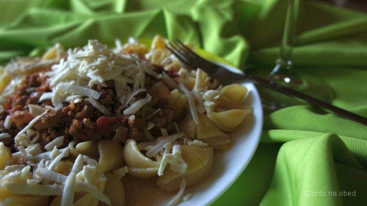 Ragù alla bolognese или соус болоньезе - этомясной соус, который был придуман витальянском городкеБолонья, что находится на севере Италии. Традиционно этот соус подается с яичной пастой тальят...