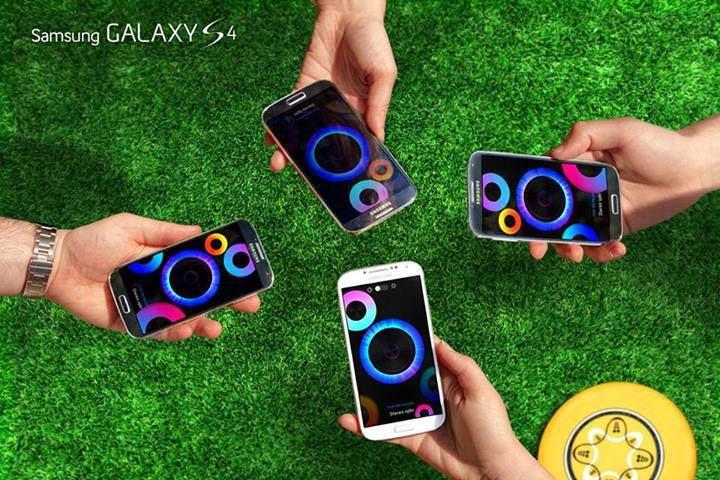 Cu #GroupPlay asculți simultan aceeași melodie pe mai multe #GalaxyS4. E ca și cum ai lua cu tine petrecerea oriunde ai merge . Cool, nu?
