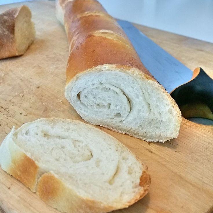 Recept på riktigt god franska baguette. Mjuka inuti och en härlig krispig skorpa. Inte svåra att baka men de blir fantastiskt goda.