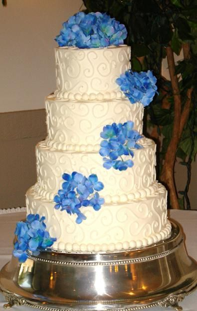 blue hydrangea wedding cake. I think I want to use these flowers, but with others and the frosting is a little too ornate.