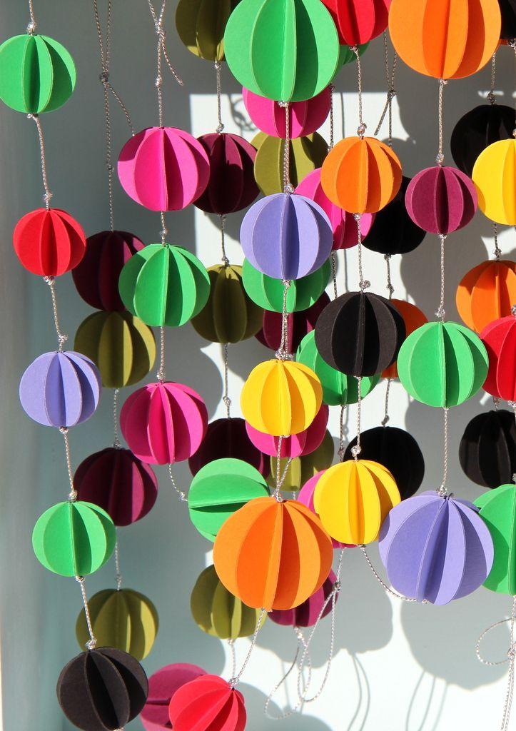A adapter pour confectionner des boules de décoration de Noël. http://www.youtube.com/watch?v=Nse3gK9-Evw