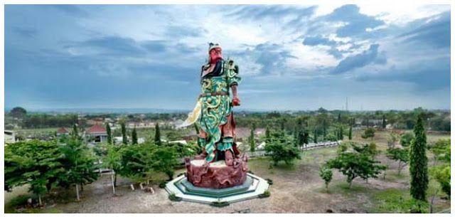 Berita Islam ! Patung Dewa Perang Cina Berdiri di Tuban Guru Besar UI: Awas! Bentar Lagi Pangkalan AL Cina!... Bantu Share ! http://ift.tt/2uYkPmr Patung Dewa Perang Cina Berdiri di Tuban Guru Besar UI: Awas! Bentar Lagi Pangkalan AL Cina!  Patung Dewa Perang Kwan Sing Tee Koen di Tuban yang dinobatkan MURI sebagai patung terbesar se-Asia Tenggara telah diresmikan pada Senin 17 Juli 2017. Kendati patung berharga Rp 25 Miliar ini dinyatakan tidak ada ritual pemujaan patung yang berada di…