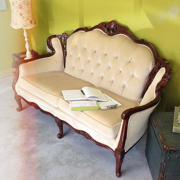 Antique Couches Pinterest: Small Vintage Sofa Best 25 Vintage Sofa Ideas On Pinterest