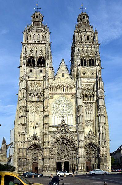 La cathédrale Saint-Gatien de Tours est l'église cathédrale catholique romaine, située à Tours, en Indre-et-Loire. Dédiée Saint-Gatien, elle est le siège du diocèse de Tours et la cathédrale métropolitaine de la province ecclésiastique de Tours