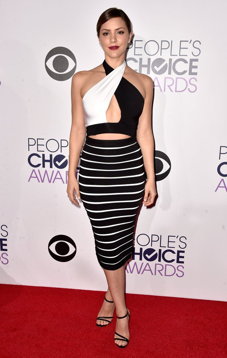 Pin for Later: 21 Tenues Inoubliables des People's Choice Awards 2015 Katharine McPhee Portant une robe signée Balmain.
