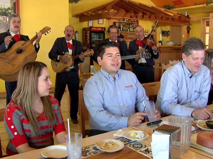 María Antonieta Collins habló con los primos mexicanos de Mitt Romney