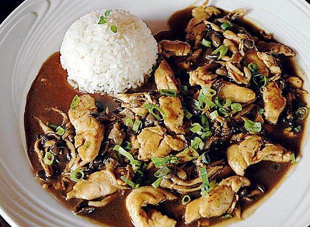 Frango tailandês ao molho de shimeji e gengibre (Foto: Ricardo Corrêa/Editora Globo)   Receita do chef Thompson Lee