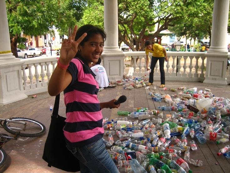 Chaval@s del Movimiento Ambientalista Guardabarranco, promoviendo jornadas de reciclaje. Granada, Nicaragua