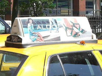 """A marca de sapatos Aldo escolheu a VeriFone Mídia para promover a reabertura da sua nova loja conceito """"flagship"""" localizada na Oxford Street em Londres.     A reabertura foi marcada por diversas ações e promoções. Como parte da promoção a Aldo ofereceu corridas gratuitas para clientes irem visitar a sua nova a loja.      A marca que é americana está constantemente presente na mídia em táxi em várias cidades do mundo. #aldo"""