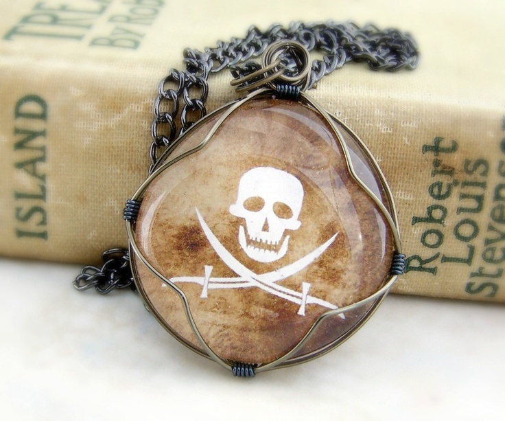Jolly Roger Pirate Pendant - Men's necklace - Halloween Jewelry - skull with crossed swords