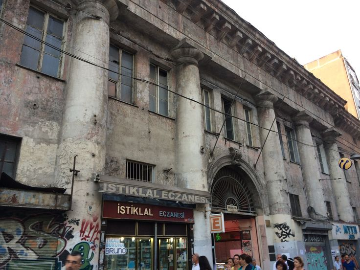 Random Rome-era apartment building in Taksim. Remember this next time you're complaining how old your house is. (Istanbul)