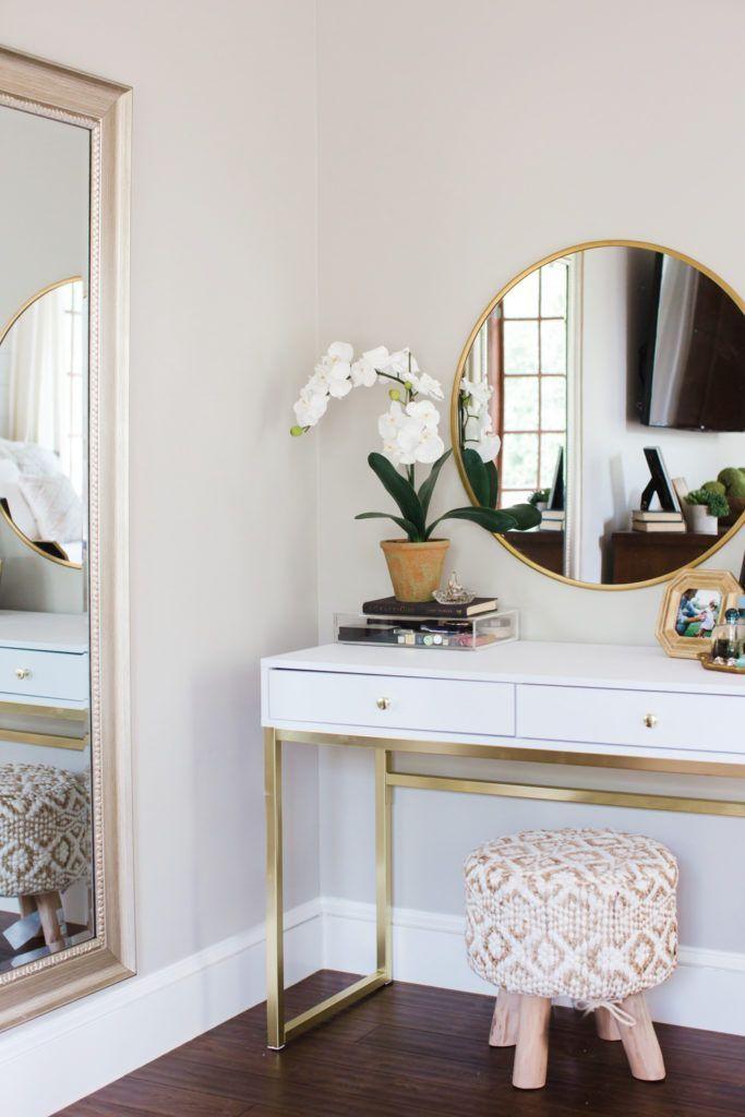 Weißes und graues Hauptschlafzimmer – Nur