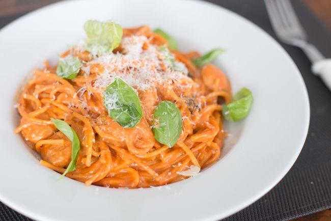 Spaghetti+met+tomatenroomsaus+en+worstjes