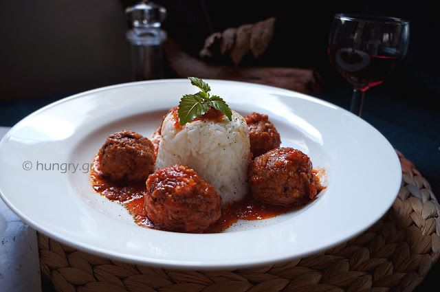 Kitchen Stories: Meatballs in Red Wine Sauce