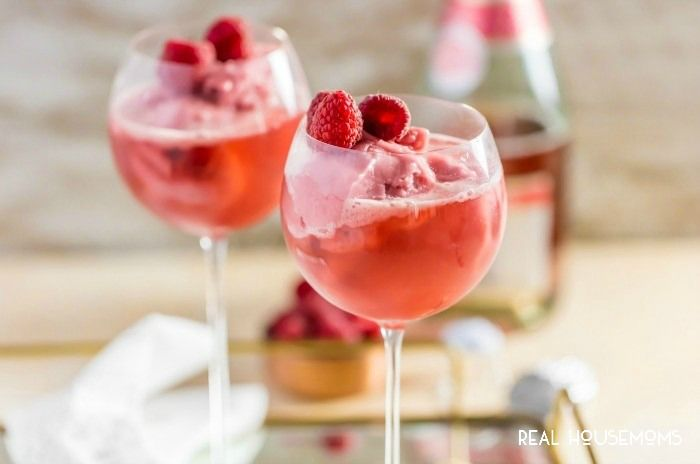 CHAMPAGNE FLOATS are the perfect sweet treat for Valentine's Day! Only two ingredients!