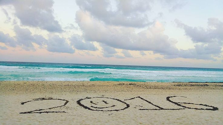 our way of saying Happy NEW YEAR! we have written in the sand 2016 #cancun #sand #happynewyear #2016  #writtinginthesand #newyear