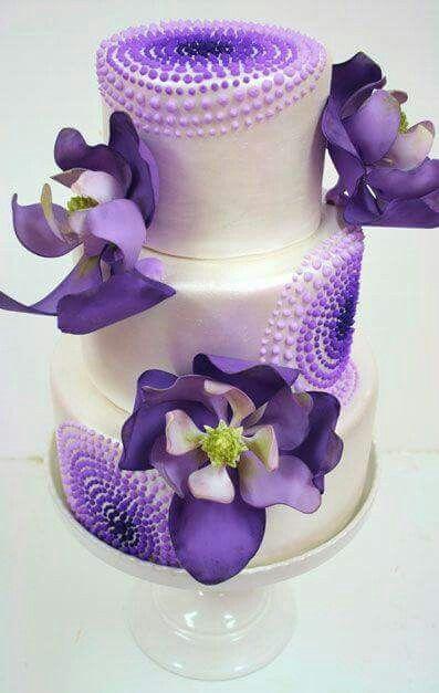 Pastel con orquídeas moradas