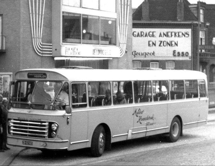 Mulder bus voor het Tivolitheater aan de toenmalige parallelweg