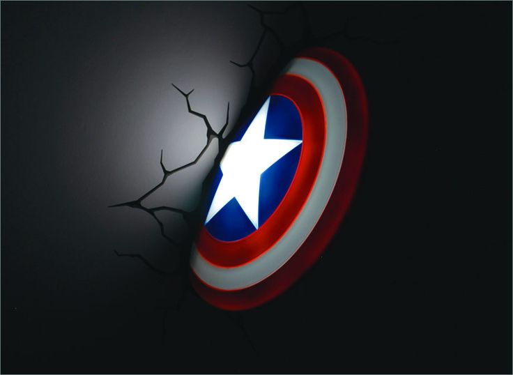 Captain America shield night light! Waaaant *grabby hands* They also have Thor's hammer and Hulk's fist - hopefully Iron Man's arc reactor will be added in the future, that would be really cool.