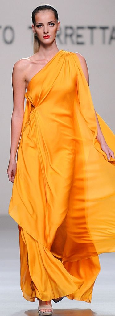 Roberto Verino. Inspiration: Could this be done as a large circle, gathered to one shoulder, slit for one arm, then secured on other side? Definitely gonna try this one, it's a lovely dress.